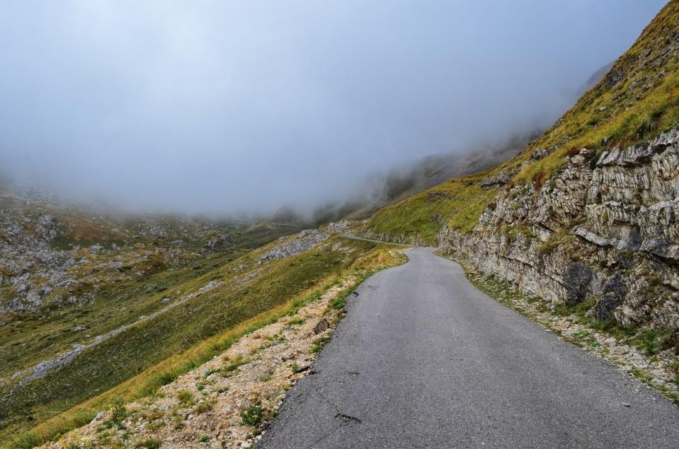 Ready for a Road Trip? Beware America's 5 Most Dangerous Roads on avanteinsurance.com